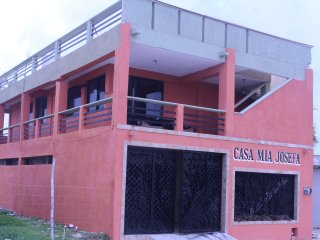 Whole 2 bed room house mid Island. Ocean View., Isla Mujeres