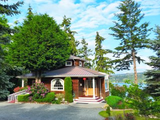 Your Private Resort / Waterfront Vacation Home, Freeland