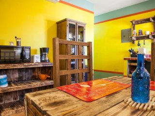 Yellow studio Juarez in downtown, La Paz