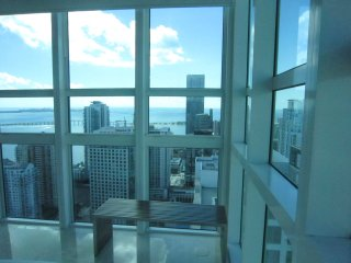 LUXURY CONDO WITH GREAT SEA & CITY VIEWS, Miami