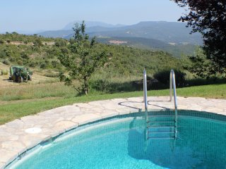 Cosy Cottage for family holidays wth splendid view, Sant Mateu de Bages
