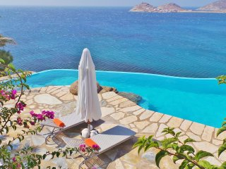 Villa Zenas with direct access to the sea