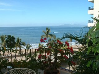 2 BR On the Beach, roof deck/Breath Taking Views, Puerto Vallarta