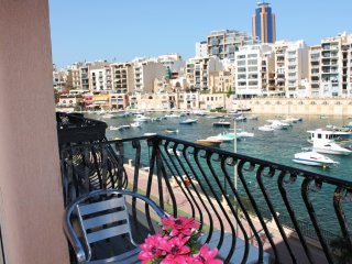 St Julian`s Seafront apartment 3 bedroom, San Julián