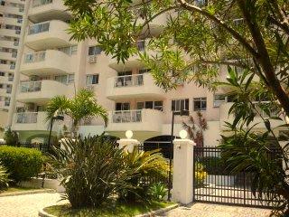 Bossa Recreio: ecletic & airy 3 bedroom flat, Rio de Janeiro