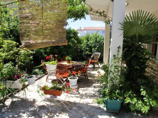 Apartments Majica - Secret Garden - Spacious Two Bedroom Apartment with Terrace