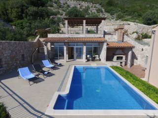 Villa Dia-Six Bedroom House with Terrace