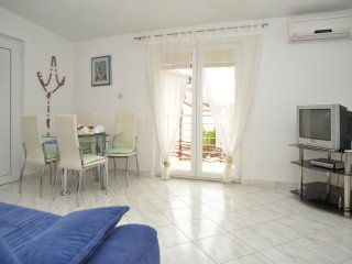 Apatments Kokor-One Bedroom Apartment A2+2 with Balcony(NADGARAŽA), Vodice