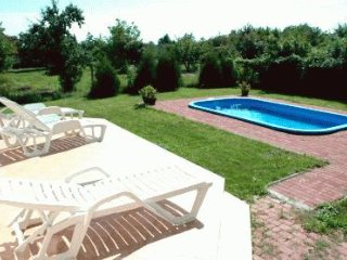 SPANISH HOUSE, APARTMENT 3 WITH POOL AND WIFI, Gyenesdias