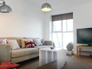 Entire Excel Waterfront 2 bedroom apartment