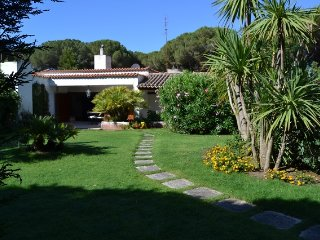 Villa con giardino a 300 metri dalla spiaggia.