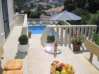 Premium Apartment Lea in Villa with pool, Okrug Gornji