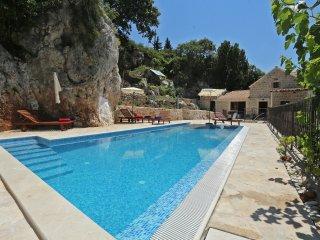 Villa Stone, Mlini