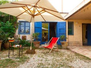 CASA GURRA Confortevole casa vacanze con giardino