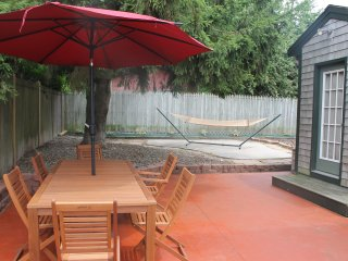 Walk to Beach!Great outdoor patio/shower. Pets ok!, Newport