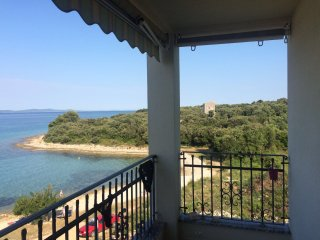 Charming 2 bedroom apartment, 20m from the beach, Kozino