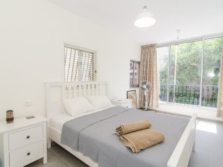 Gordon St - 3 Bed, Balcony, Parking