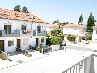 Limassol 2 bdr townhouse for rent, 500 m beach