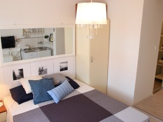 Charming studio,5min to the center/beach,tv,bath, Bol