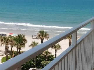 Daytona Beach Opus 3 bedroom 2 bath luxury condo.   Property right on the ocean