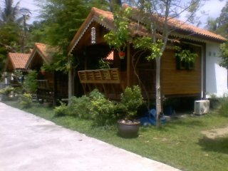 4 A/C Bungalows 100 meters beach bars restaurants, Ko Phangan