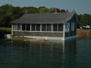 Waterfront Cottage -on Tidal Ocean Cove, Kennebunkport