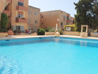 3 Bedroom Maisonette with Pool, Qawra