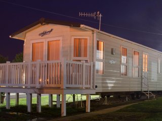 Modern Platinum Caravan With Decking. ~ Sleep's 8., Weymouth