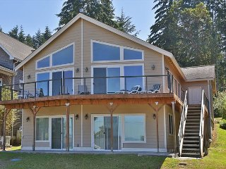 Restful retreat, beautiful view, and Bells Beach access. 3 bed, 3 bath. (247)
