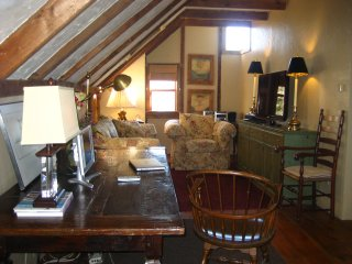 Charming Carriage House-Walk to Downtown Chatham