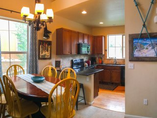 Kitchen and dining area, equipped with everything you need!
