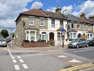 3 Bedroom house (A1), 2 bathrooms, wi-fi, sleeps 10, Londen