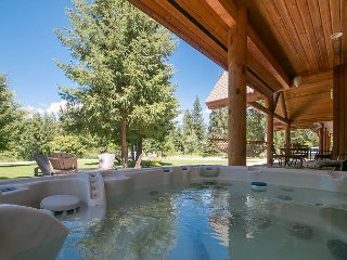 Serenity Pines Lodge, river, hot tub, WiFi, pool table, and
