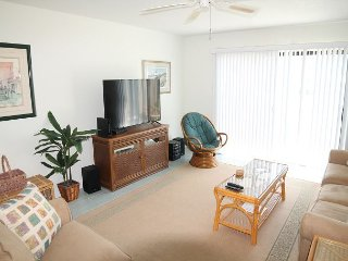 Summerhouse 112, Ocean View, 2 Bedroom, 2 1/2 Bath, WIFI, 4 heated pools