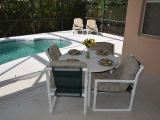 Poolside Dining & Reclining