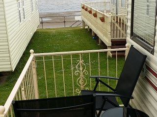 Large 2 bed caravan with sea view & indoor pool, Leysdown-on-Sea