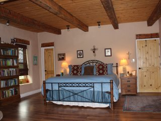 Casa De Cuentos-Mystical Bliss-Hot Tub, BEST Views, Taos