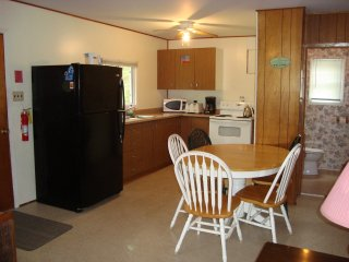 3 Bedroom Beach Cottage, Wasaga Beach