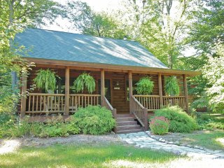 Coyote Cabin - Luxury Log Cabin in Saugatuck
