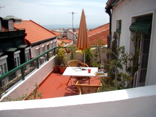 "Relaxing apartment in the most ""IN"" Lisbon quarter"