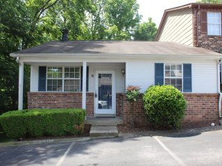 Newly Remodeled - Minutes from Downtown & Airport, Nashville