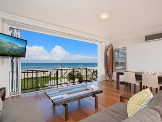Absolute beachfront apartment - nothing but the sand. Unit 2 Palm Beach