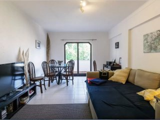 Great Flat in Cascais. Sleeps 4/5. Free Wifi.