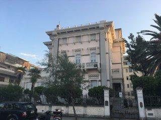 Bellissimo attico fronte mare in palazzo d'epoca, Pescara
