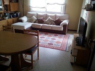 Sunny big apartment 4 people, swiming pool,beach, Segur de Calafell