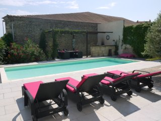 Holiday villa France with private pool sleeps 8, Pezenas