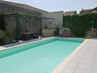 Pool (10m x 4m)