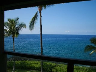 Luxurious 3 BR / 2 BA Direct Oceanfront condo, Keauhou