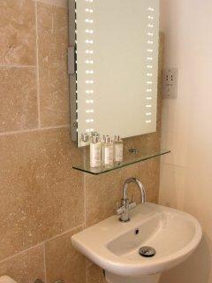 Skiber - backlit mirror and basin