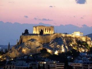 Penthouse under Acropolis-Parthenon!!!, Atenas